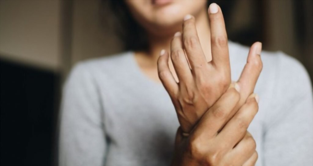 vein pain in wrist may indicate carpel tunnel syndrome