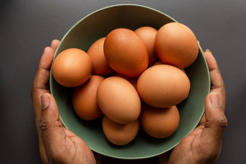 how many eggs per day can someone eat on keto diet