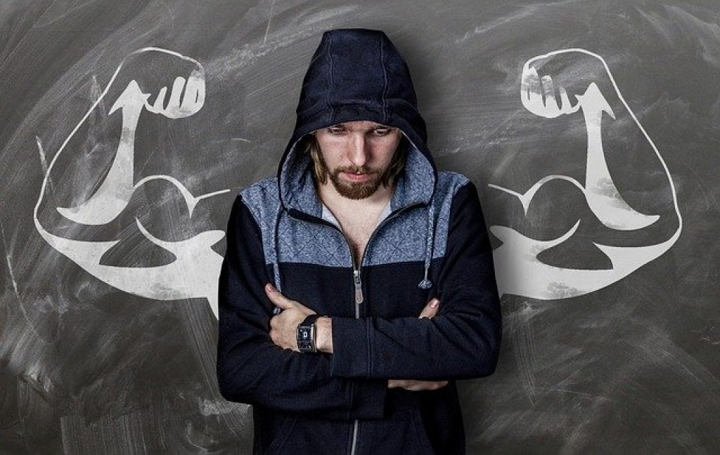 man thinking if is possible to get  bodybuilding without supplement