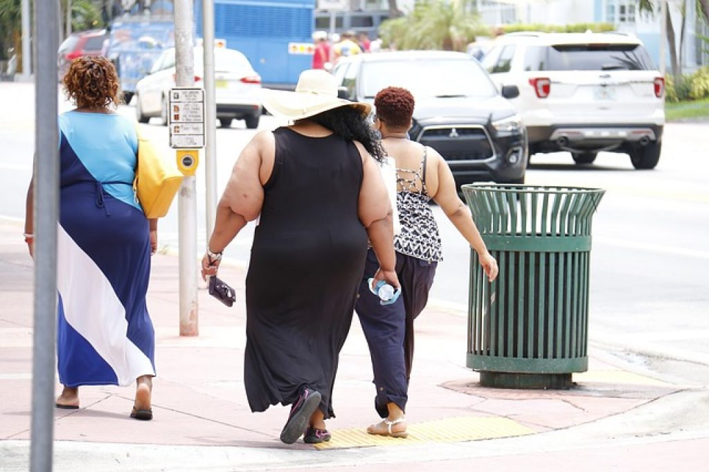 why do fat people waddle