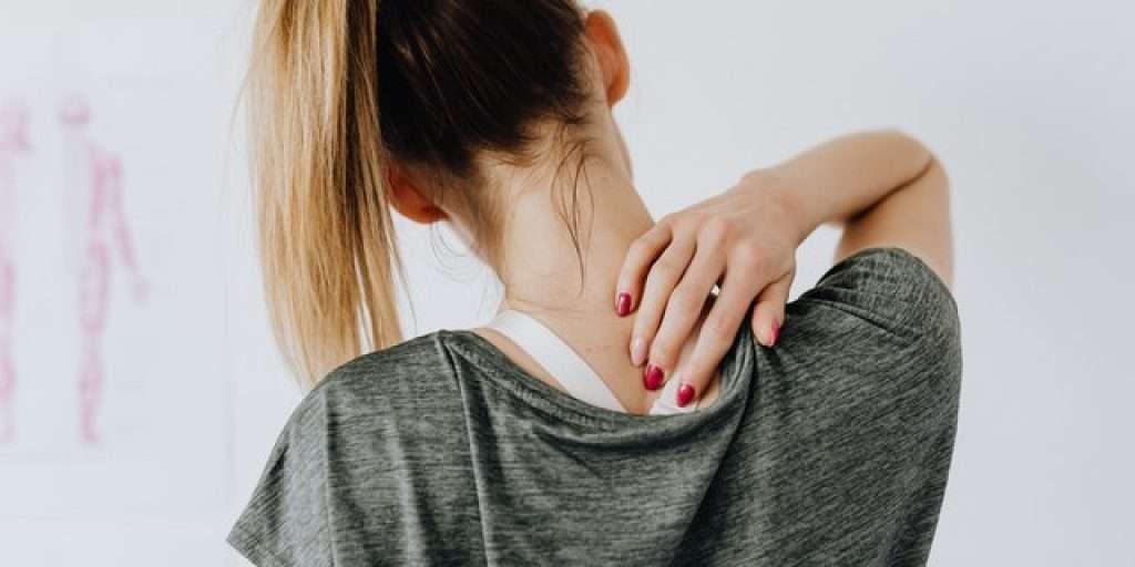 pain in upper back when swallowing