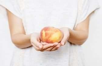 eating-peach-skin-or-not