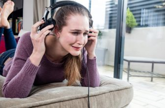 Noise Cancelling Headphones Tinnitus- Can you Wear Headphones with Tinnitus?