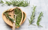 What Does Rosemary Taste Like? It Combines 2 Mind-blowing Flavors